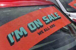 Compradores de automóviles alertados después de crímenes en concesionario de Sydney