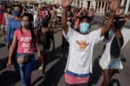 Casi 60 procesados por manifestaciones en Cuba, dijo un alto funcionario