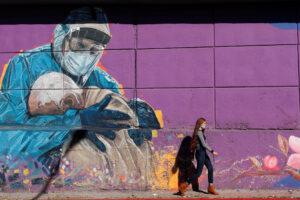 Argentina reabre parcialmente tras semanas de descenso de casos de COVID