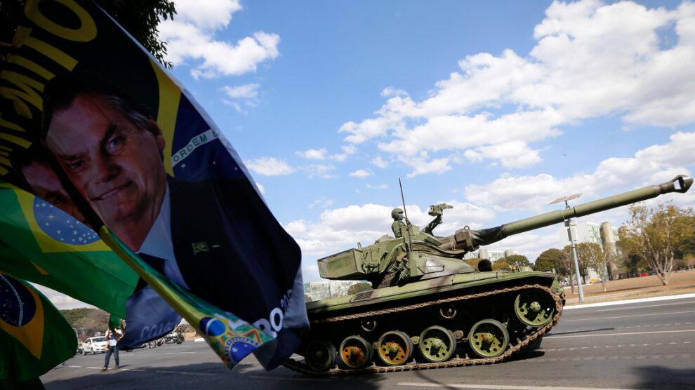 Desfile militar de Bolsonaro genera críticas en Brasil |  Noticias de la pandemia de coronavirus