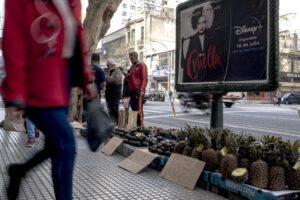 El nuevo programa de pensiones de Argentina paga a las mujeres para cuidar