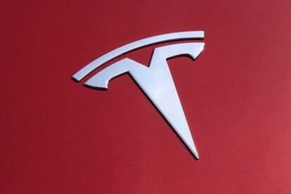 Tesla establece récord de ventas para todo el año con tres meses de sobra